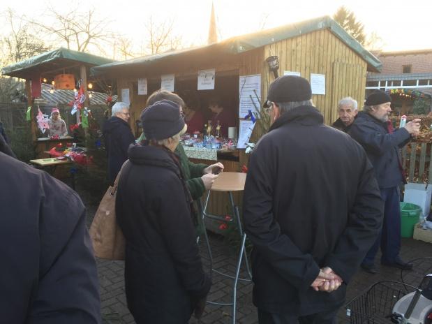 Austern und bretonische Crêpes auf dem Badberger Weihnachtsmarkt